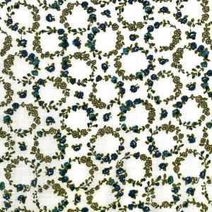 Kleine blaue Blütenkränze auf ecru