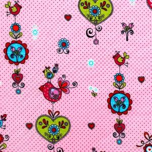 Herzen und Vögel auf rosa